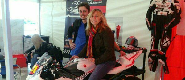 pose sur la moto à Yvan Laetzig